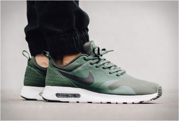Nike Air Max Tavas Carbon Green